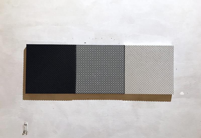 UNTITLED Leinwand : a 60 x 60 x 5 cm Autolack matt metllic Technopolymer weiß matt