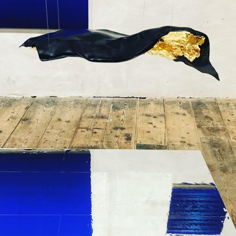 CARBON BLACK/ 23 KARAT GOLDEN WOOD Sculpture  93 x 46 x 20 cm  Carbon Epoxy resin Wood 23 Karat Dukaten Gold